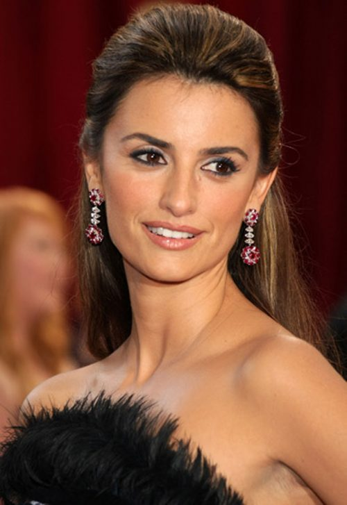 Penelope Cruz attends the 80th Annual Academy Awards at the Kodak Theatre on February 24, 2008 in Los Angeles, California.